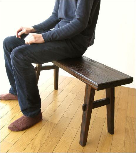 木製ベンチ90 座ったイメージ