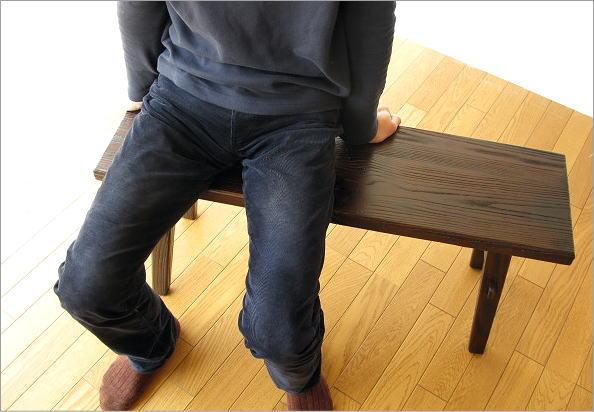 木製ベンチ90 座ったイメージ(正面)