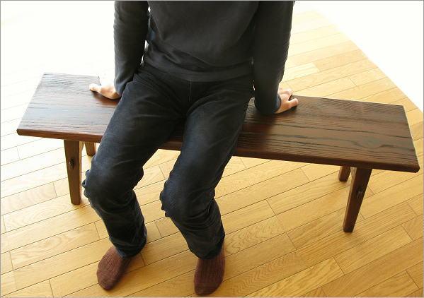 木製ベンチ120 座ったイメージ(正面)