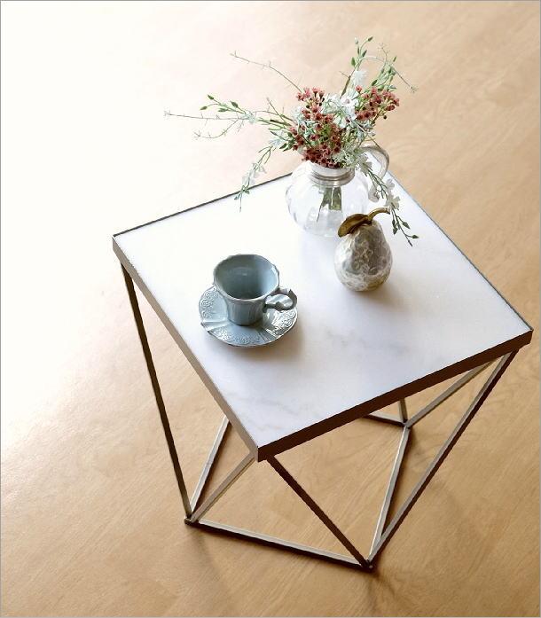 アイアンと大理石のテーブル(1)