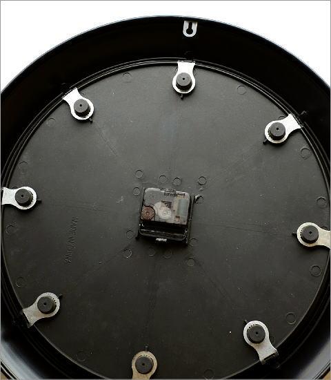 ブラックスチールの掛時計(3)