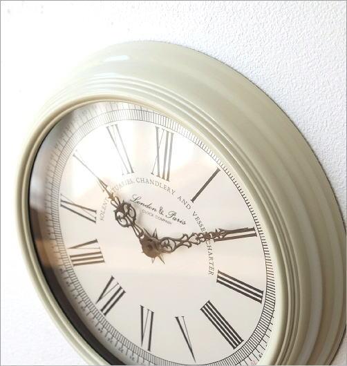 ホワイトスチールの掛け時計(2)