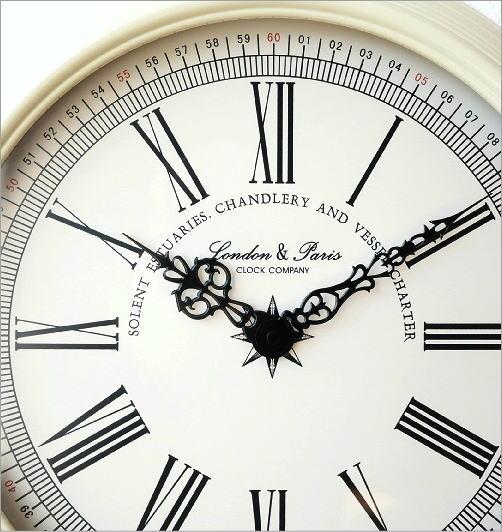 ホワイトスチールの掛け時計(3)