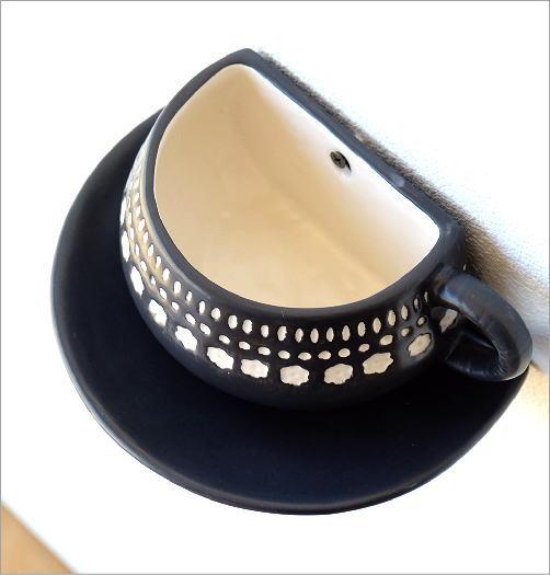 陶器のカップ型壁掛プランター(2)