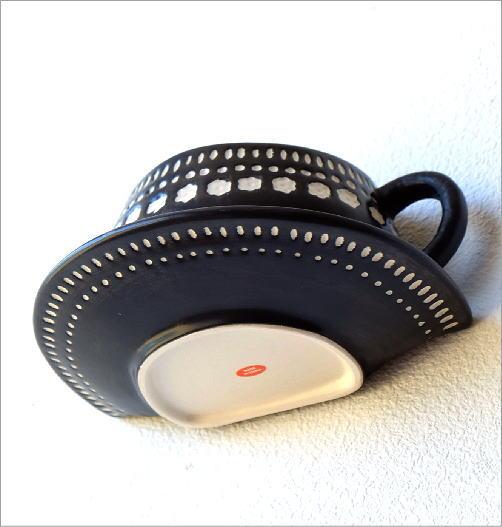 陶器のカップ型壁掛プランター(3)