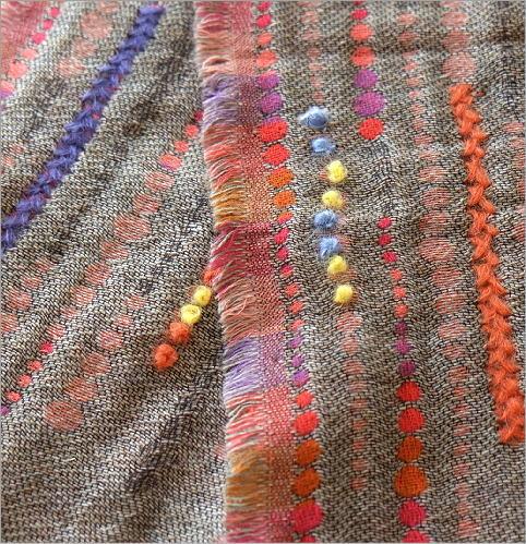コットンアクリルウールライン刺繍ショール(4)