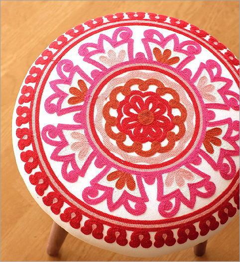 サークル刺繍スツール 赤(2)