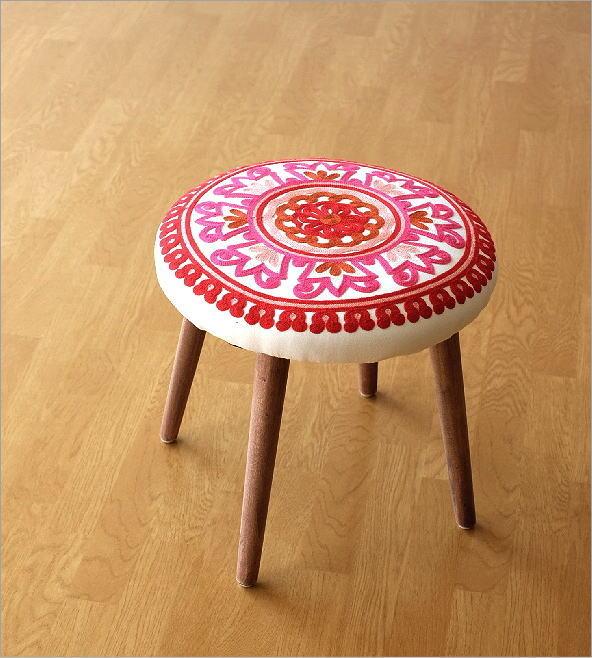 サークル刺繍スツール 赤(5)