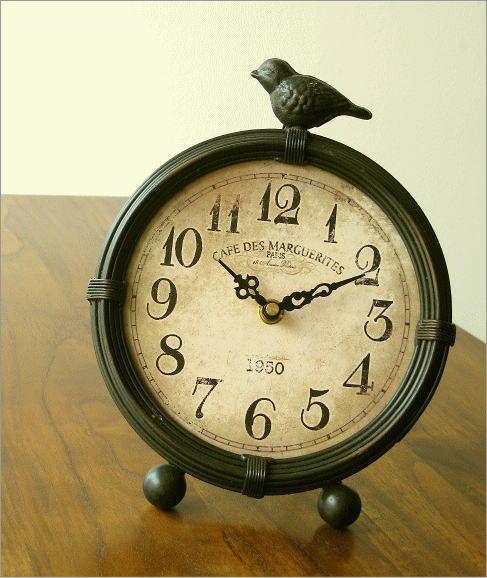 アンティークな置時計A