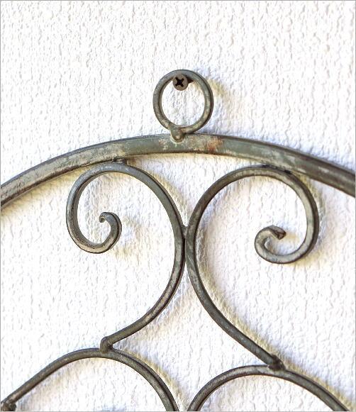 シャビーアイアンの壁掛けプランター(2)