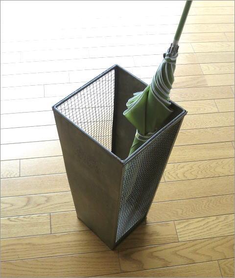 シャビーなブリキの傘たて(1)