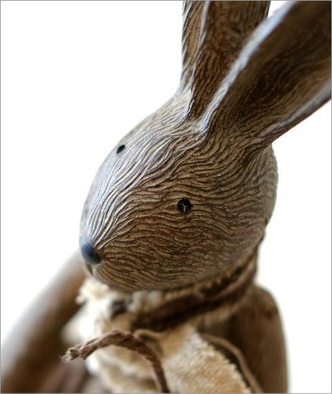 ウサギのオブジェ 木彫り風(2)